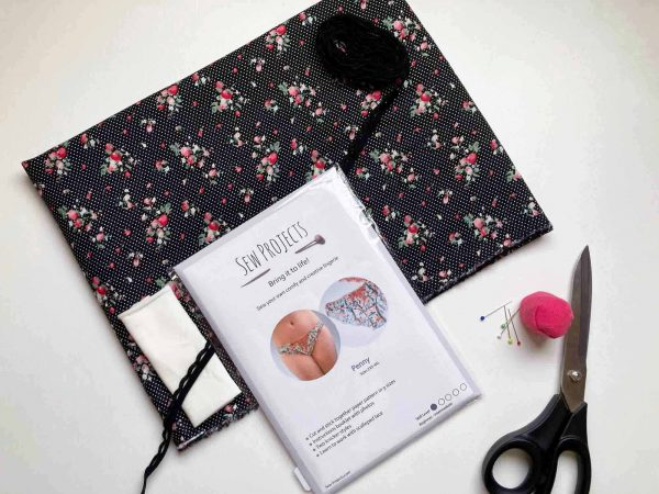 Beginner knicker sewing kit polka dot